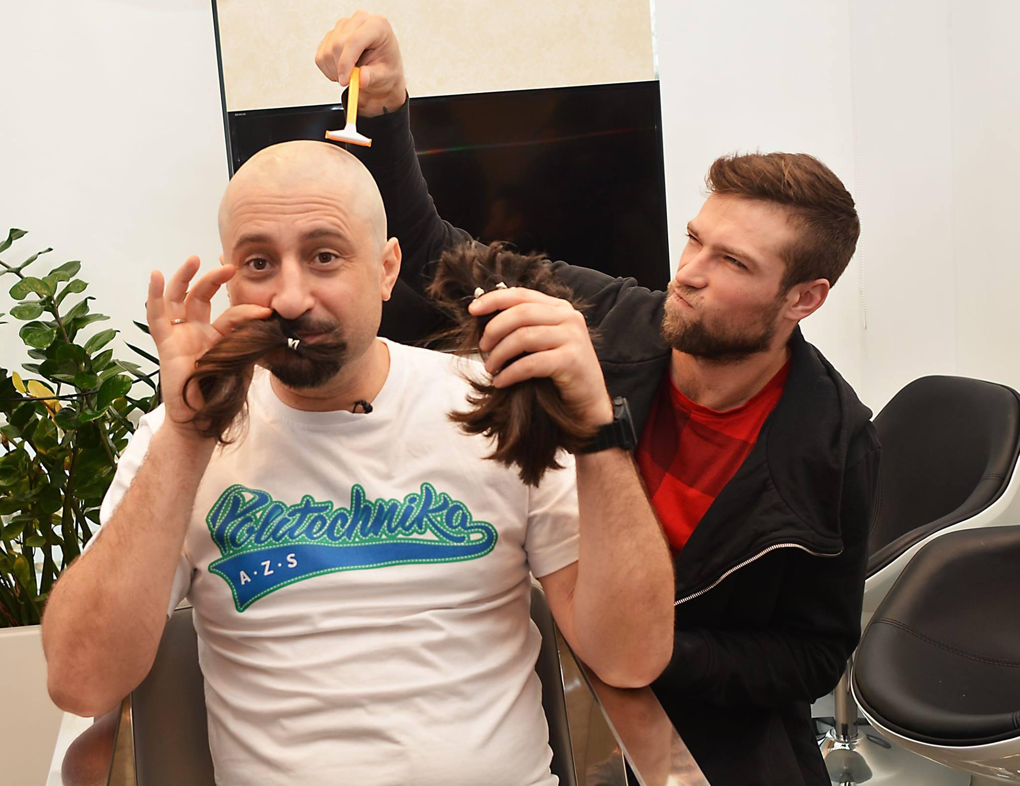 Trener Onico AZS Politechnika Warszawska obciął włosy- Podziel Się Dzieciństwem
